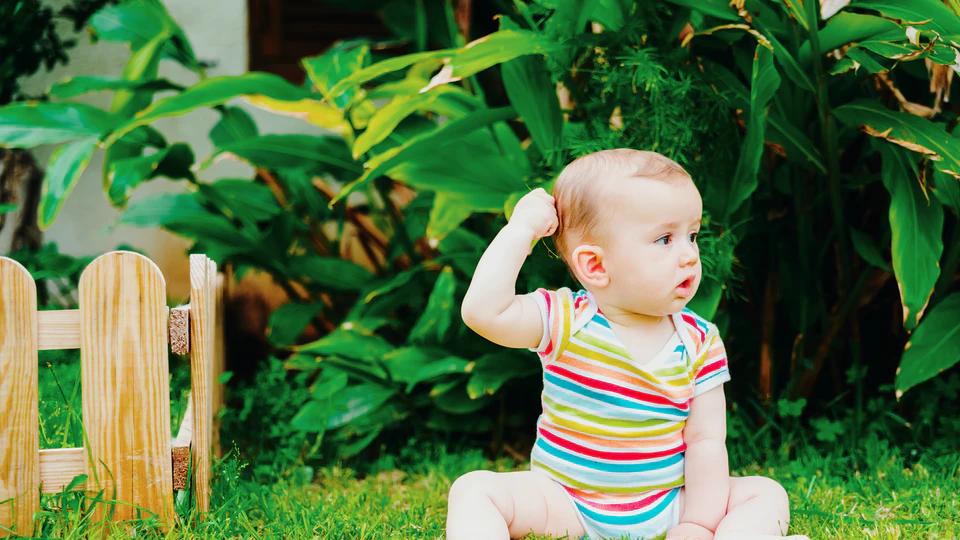 علت کشیدن موی سر توسط نوزاد هنگام شیر خوردن
