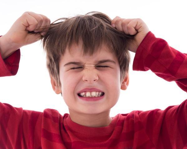 چرا نوزاد موی سرش را میکشد