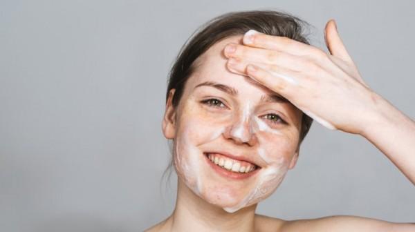 کیسه کشیدن پوست صورت