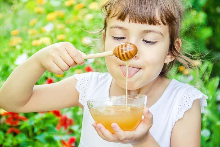 خوردن عسل برای کودکان از چه سنی مجاز است