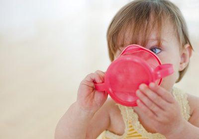 آب نارگیل برای کودک: بی خطری، مزایا برای سلامتی و عوارض جانبی