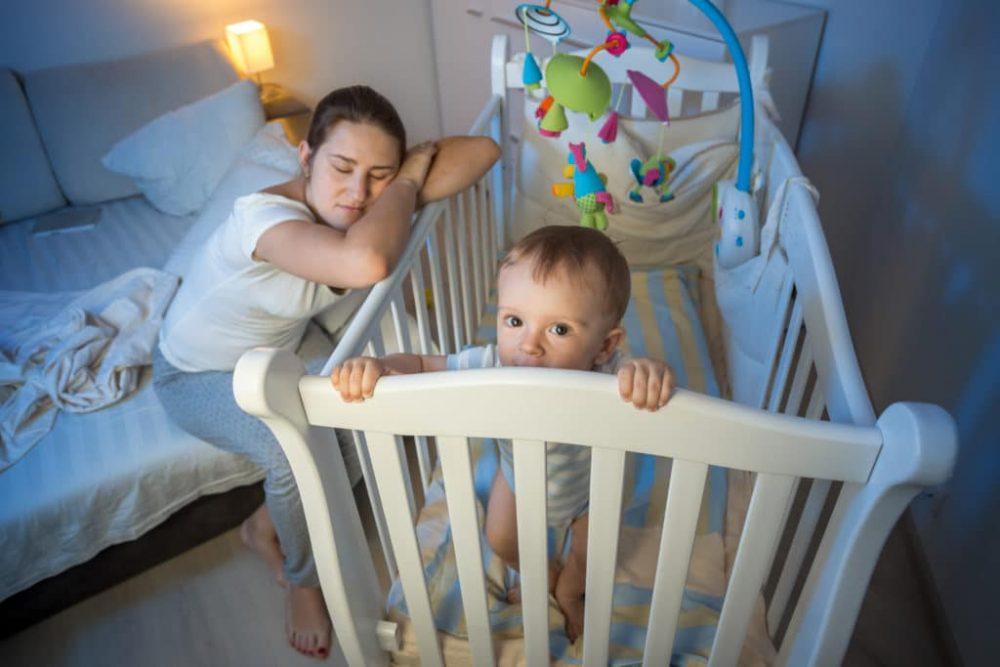 10 دلیل برای اینکه چرا کودکان شب ها از خواب بیدار میشوند + 4 راه حل برای برطرف کردن آن