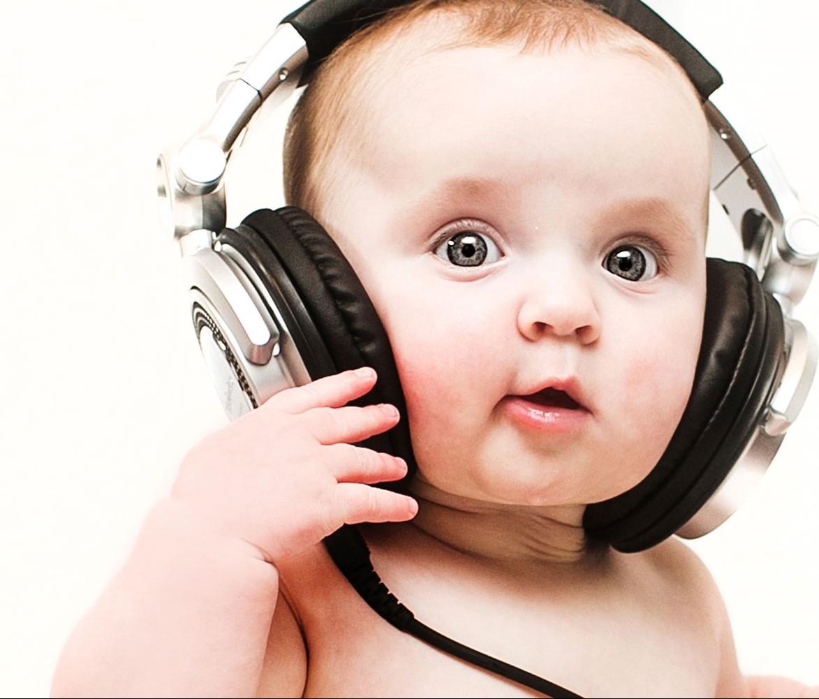 کودک خود را تشویق کنید موسیقی ایجاد کند
