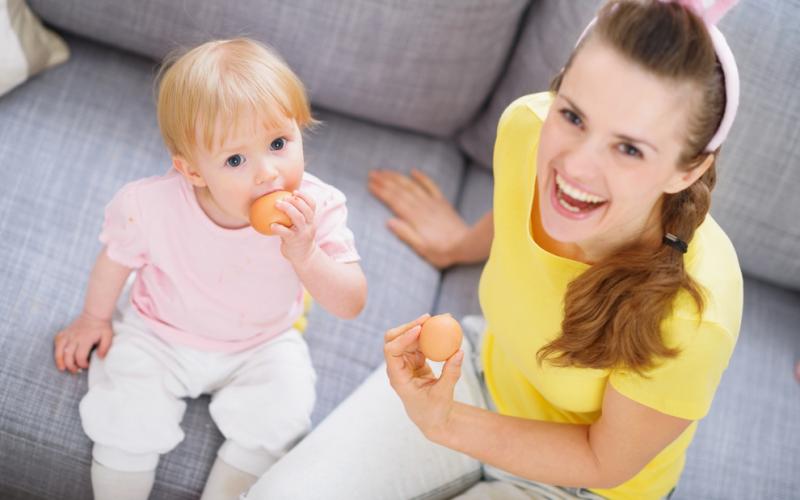 آیا کودکان می توانند تخم مرغ خام بخورند: