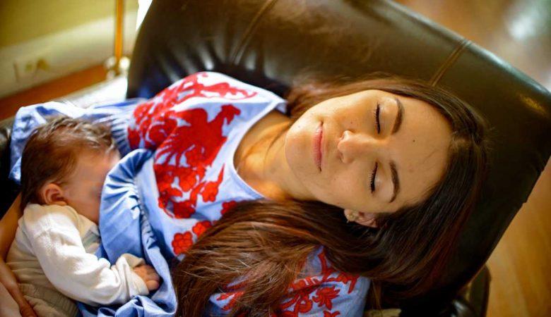 7 راهکار برای جلوگیری از گاز گرفتن نوزاد هنگام شیردهی؛ حل گاز گرفتن سینه مادر توسط کودک