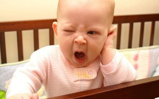 چگونه می توان کودک بیش از حد خسته را آرام کرده و خواباند؟