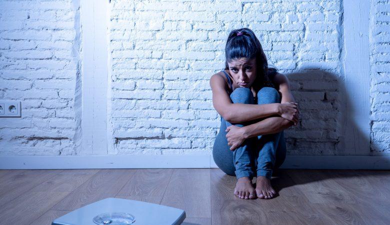 12 علامت و نشانه بی اشتهایی در نوجوانان؛ بی اشتهایی عصبی یا آنورکسیا چیست؟