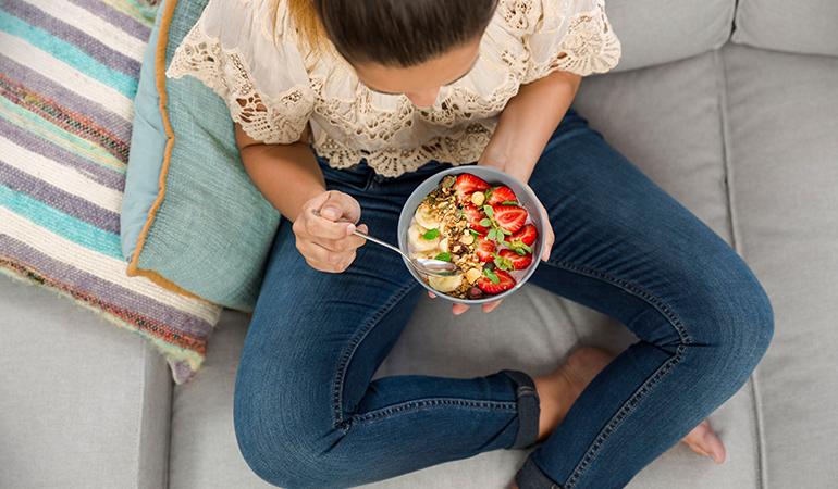 . آیا خوردن غذاهای خاص بر چگونگی کاهش بوی واژن تاثیر میگذارد؟