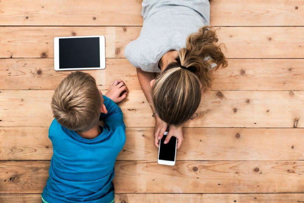 4 تاثیر مضر و خطرناک تلفن همراه بر روی کودکان و معرفی نکات ایمنی برای استفاده از موبایل