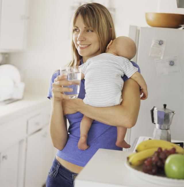 در زوران شیردهی باید چه مقدار آب بنوشید؟