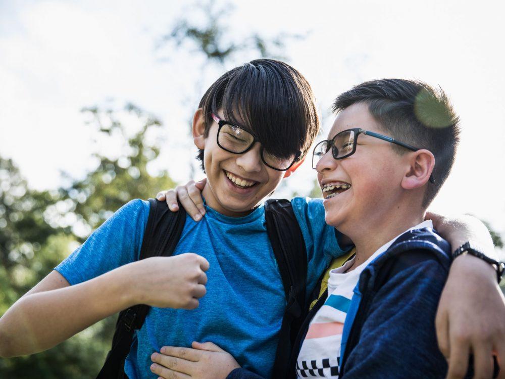 7 نشانه بلوغ در پسران + 5 مرحله رشد جنسی در پسران + بررسی بلوغ دیررس در نوجوانان پسر