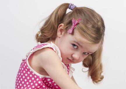 چطور به کودک کمرو برای صحبت کردن با بزرگتر ها کمک کنیم