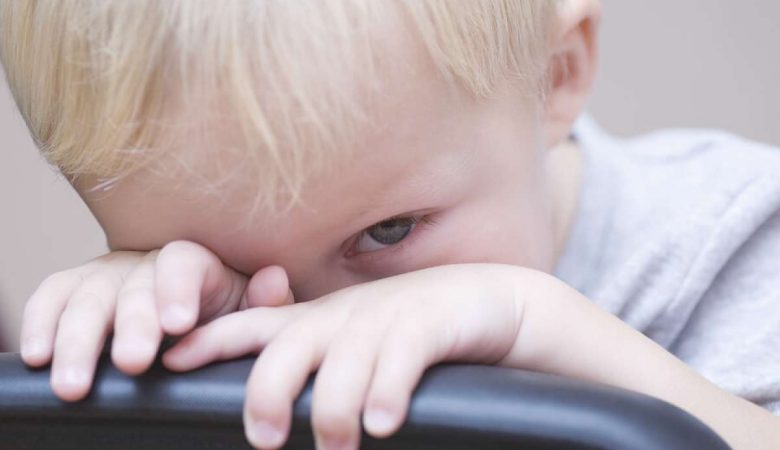 کودکان خجالتی و کم رو؛ راهکارهایی برای کاهش استرس و اضطراب آنها در زمان تعامل با دیگران