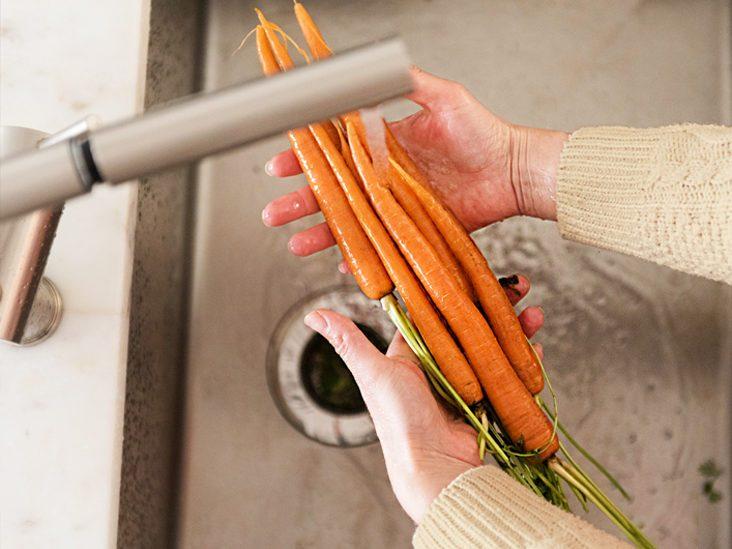 تمیز کردن مواد غذایی در خانه برای جلوگیری از ابتلا به کوید 19