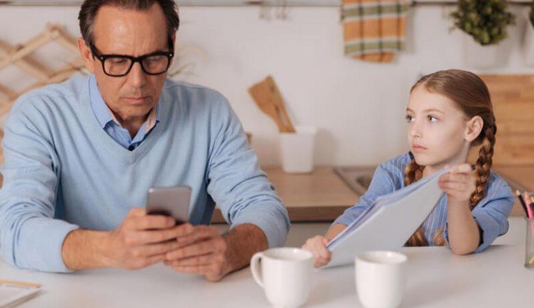 عواقب بی توجهی های عاطفی دوران کودکیدر بزرگسالی
