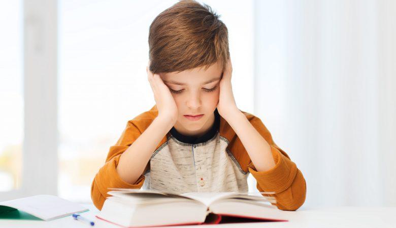 """7 نکته شگفت انگیز برای کمک به """"بالا بردن تمرکز، رفع حواس پرتی و افزایش توجه در کودک"""""""