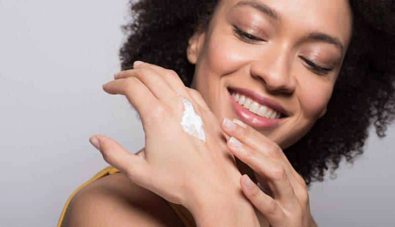 10 روش کاربردی و موثر برای آب رسانی به پوست؛ چگونه پوست خود را مرطوب نگه دارید؟
