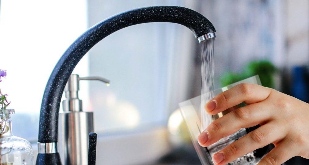 آیا ویروس کرونا (کووید 19) از طریق آب آشامدنی منتقل می شود؟