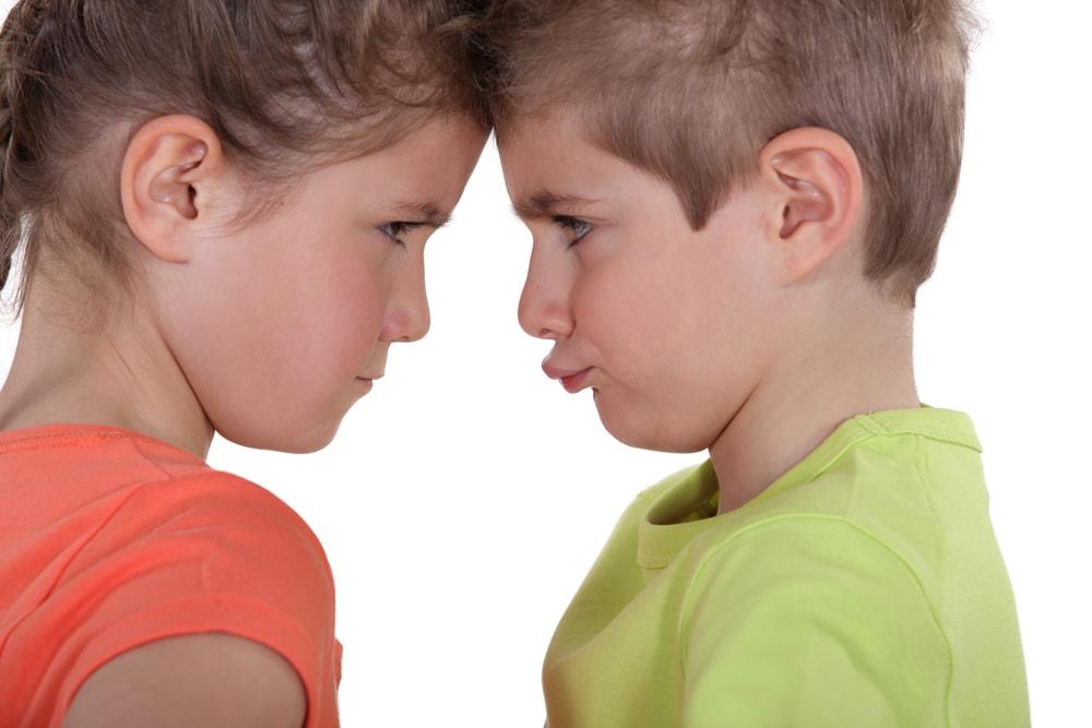 موقعیت های دعوا کردن کودکان را به حداقل برسانید