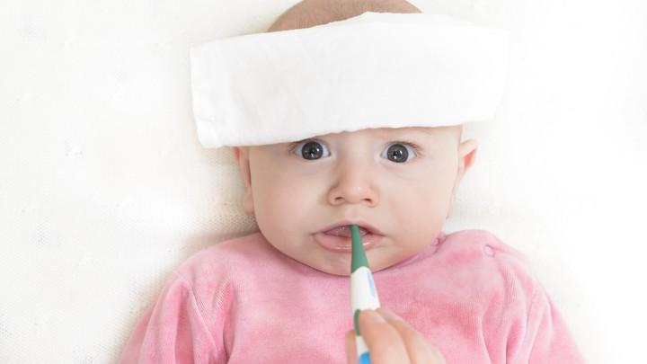 چگونه می توان تب را در نوزادان پایین آورد؟