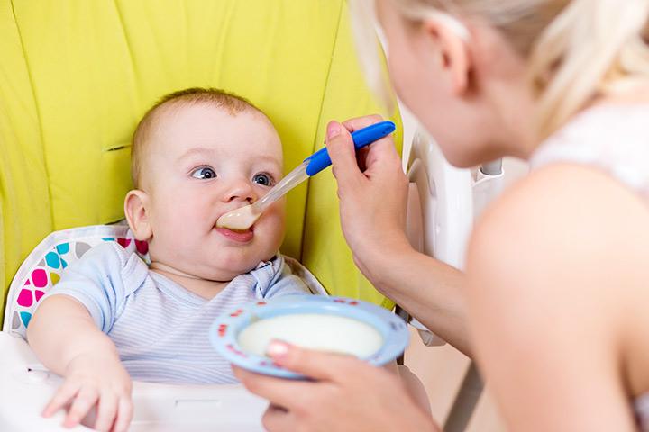 چه زمانی آب برنج را به نوزادان بدهید؟