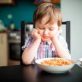 """20 نکته و راه حل موثر و کاربردی برای باز شدن و افزایش """"اشتهای کودک"""""""