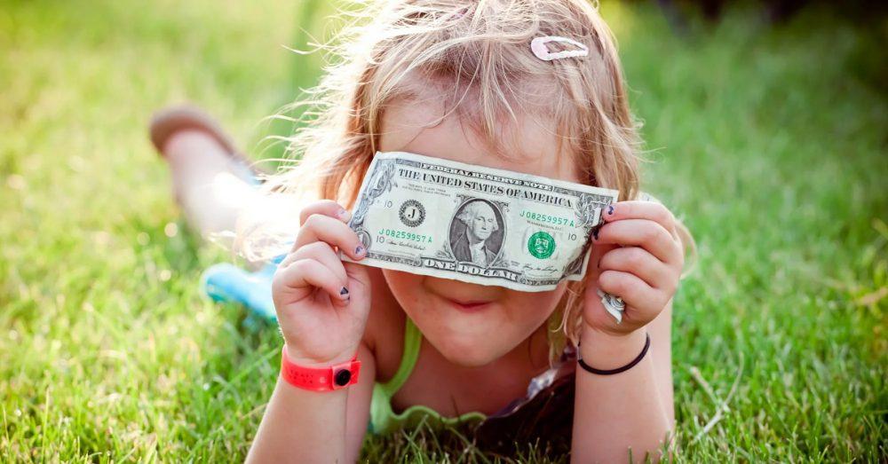 """7 مورد مهمی که والدین نباید به کودکانشان درباره """"پول"""" بگویند!!!!!!"""