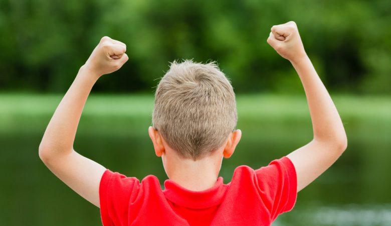 چطور برای ایجاد اعتماد به نفس به کودک خود کمک کنیم؟