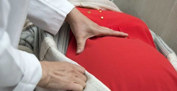علت سفتی شکمی در زنان باردار چیست؟
