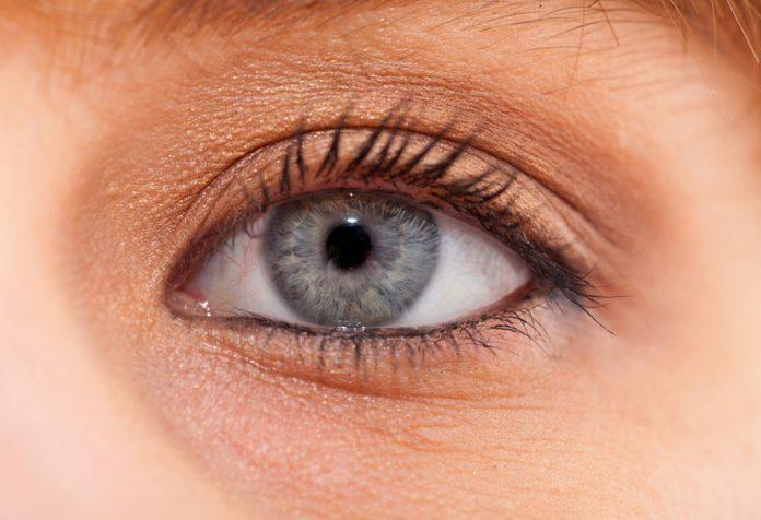 چه عواملی باعث ایجاد گودی تیره در زیر چشم کودک می شود؟