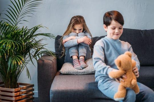 چگونه می توان با حسادت در کودکان مقابله کرد