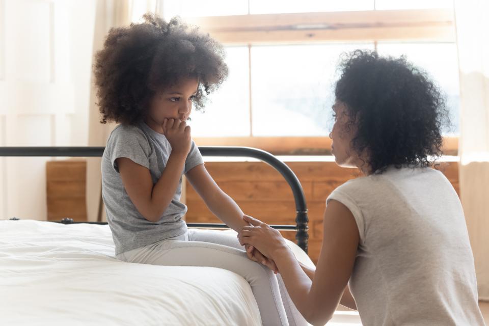 به کودکان درباره تغییرات لازم در سبک زندگی و هزینه ها توضیح دهید
