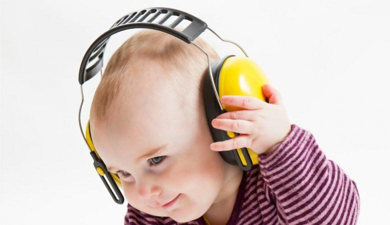 """حقایق صریح درباره شنوایی کودک نوپا؛ از """"گوش"""" نوزاد تازه متولد شده چه میدانید؟"""