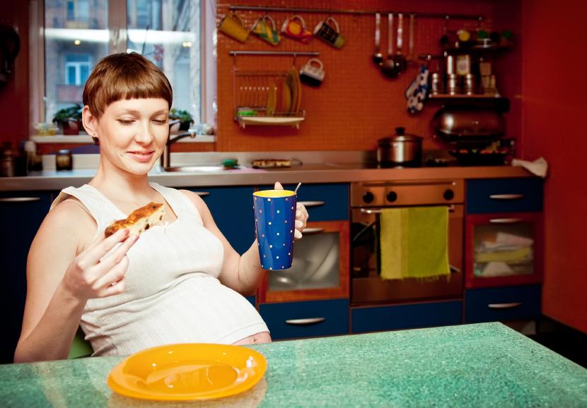 چگونه می توان هوس های مربوط به خوردن هله هوله در بارداری را کنترل کرد؟