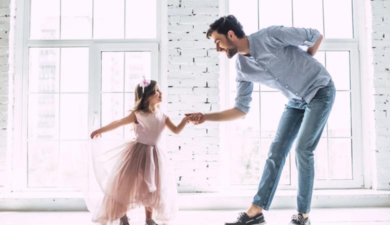 روابط بین پدر و دختر: تأثیر پدر در مراحل زندگی دختر + درست کردن یک رابطه پدر دختری خراب