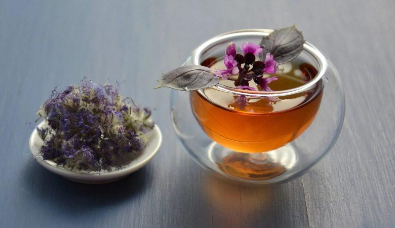 9 دم نوش گیاهی برای رفع یبوست؛ خطرات مصرف دمنوش های گیاهی