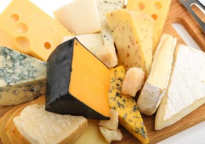 کودک از چه زمانی میتواند پنیر بخورد؟بهترین نوع پنیر برای بچه چیست؟