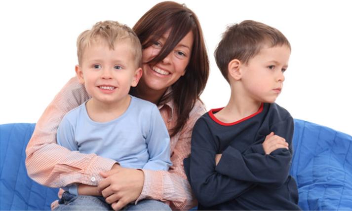 مواجه با حسادت فرزندتان