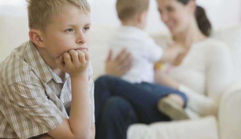 حسادت در کودکان، علل، نشانه ها، عواقب و چگونگی مقابله با آن