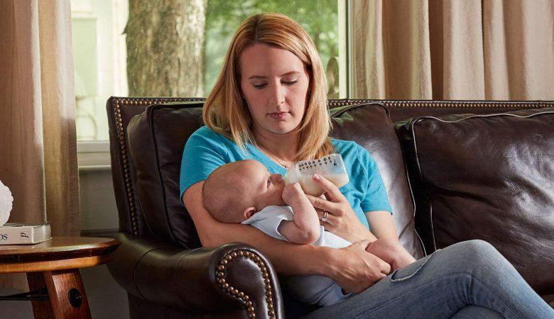 چگونه بفهمیم که کودک گرسنه است؟ (علائم تشخیص گرسنگی بچه)