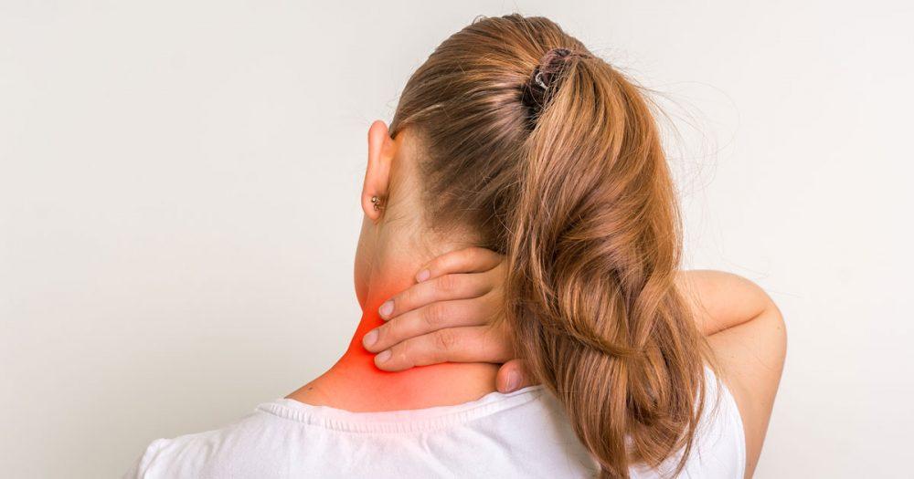 درد شانه، گردن و کمر به هنگام شیردهی؛ علل و راهای کاهش این درد