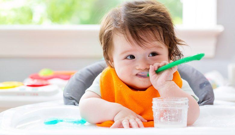 آیا خوردن آب برنج برای نوزادان سالم، کافی و مناسب است؟ فواید و مضرات دادن آب برنج به کودک