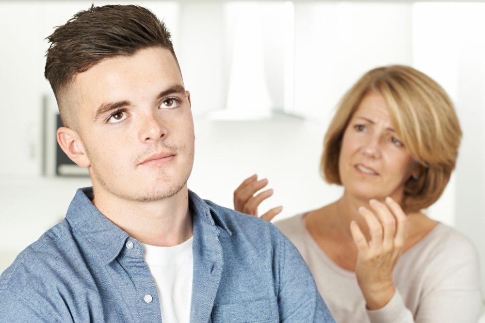 """10 نکته و روش کلیدی برای برخورد با رفتارهای """"نوجوانان پسر"""" و نحوه برقراری ارتباط با آنها"""