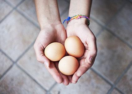 2 هفته بعد از تولد، معده نوزاد تقریبا به اندازه یک تخم مرغ بزرگ خواهد شد