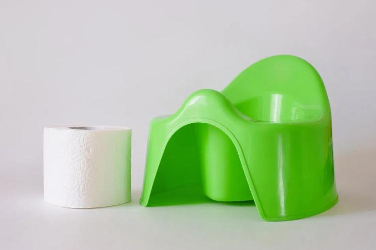 چه چیزی باعث سبز رنگ شدن مدفوع کودک می شود؟