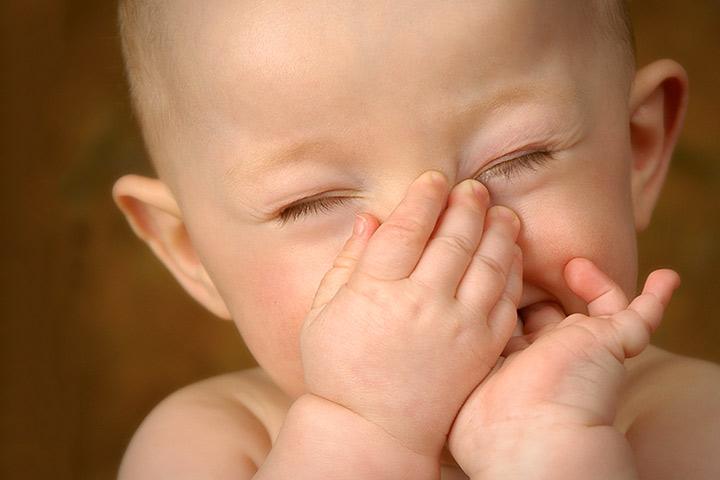 دلیل بوی بد بدن نوزاد