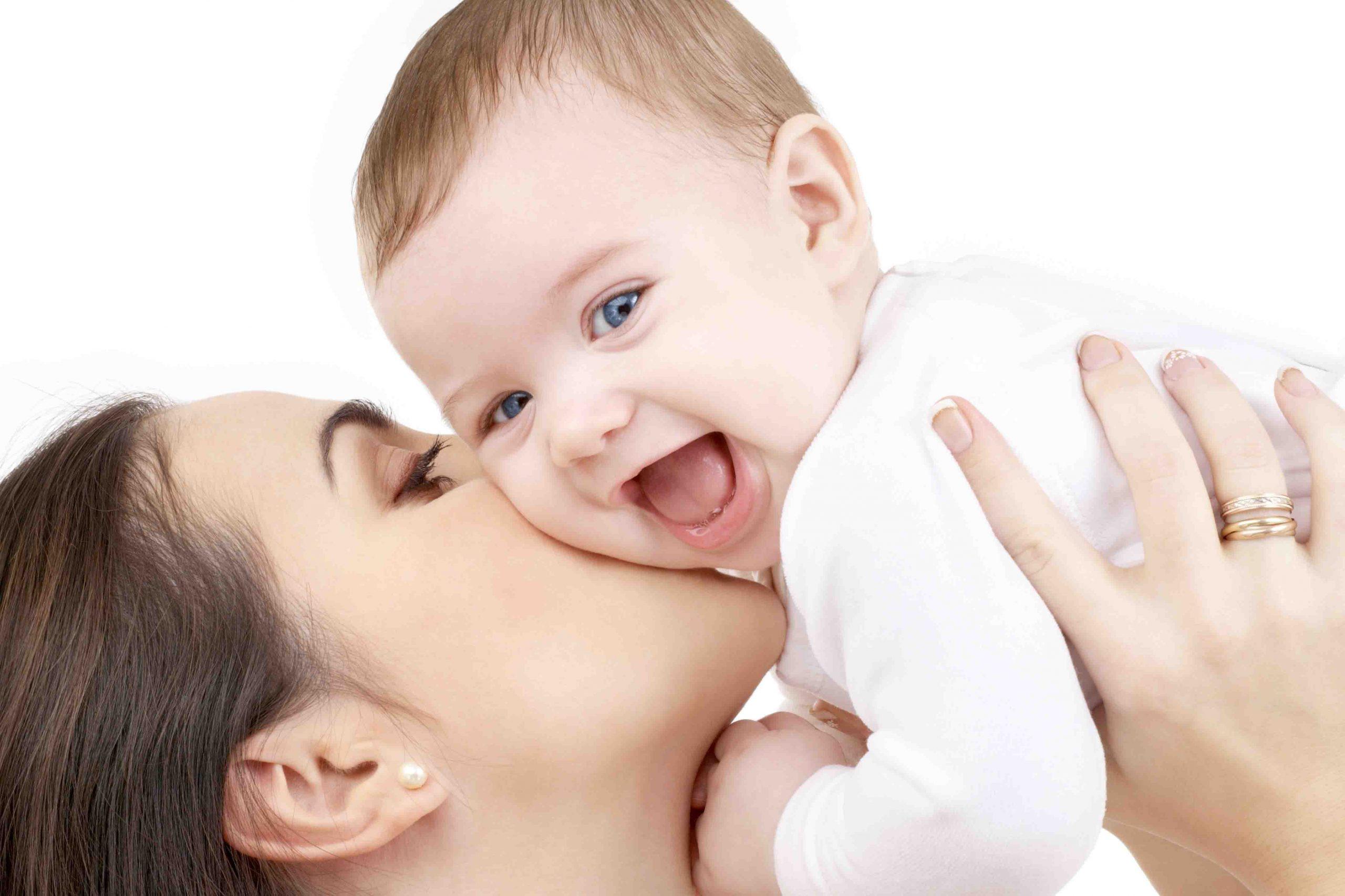 علت و دلیل بوی بدن نوزاد