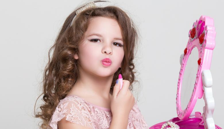 استفاده کودکان از لوازم آرایش