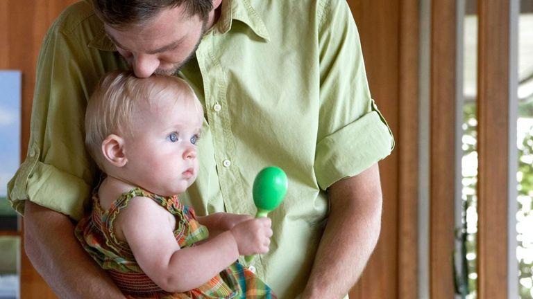 اسباب بازی برای کاهش درد واکسن نوزاد