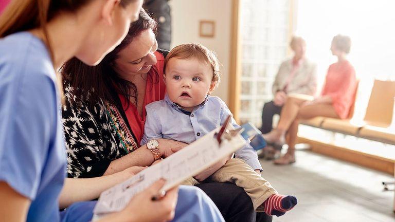 عوامل موثر در کاهش درد واکسن نوزاد